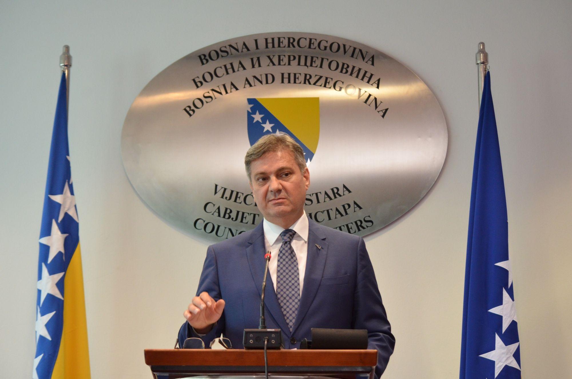 SARAJEVO, 21. juna (FENA) - Predsjedavajući Vijeća ministara Bosne i Hercegovine Denis Zvizdić kazao je danas da je za BiH došao prijelomni trenutak u pogledu njenog evropskog puta te da je prilagodba trgovinskog dijela Sporazuma o stabilizaciji i pridruživanju (SSP) prioritetno pitanje koje mora biti riješeno do 25. juna. Foto FENA /Almir Razic