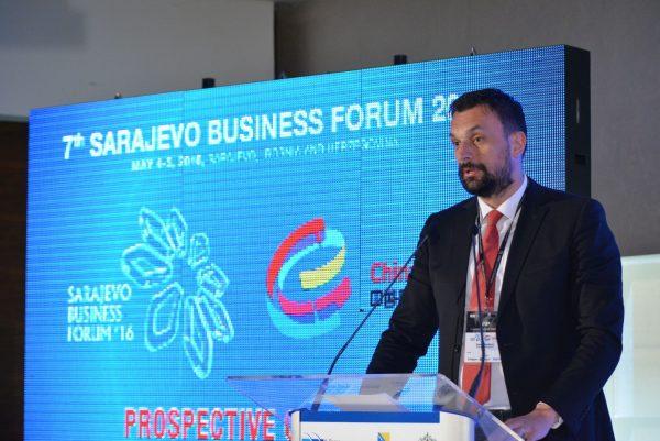 SARAJEVO, 5. maja (FENA) - Premijer Kantona Sarajevo Elmedin Konaković izjavio je na Sarajevo Business Forumu da je jedan od ciljeva Vlade KS-a pretvoriti Sarajevo u regionalni centar visokog obrazovanja za strane studente. Foto FENA /Almir Razic